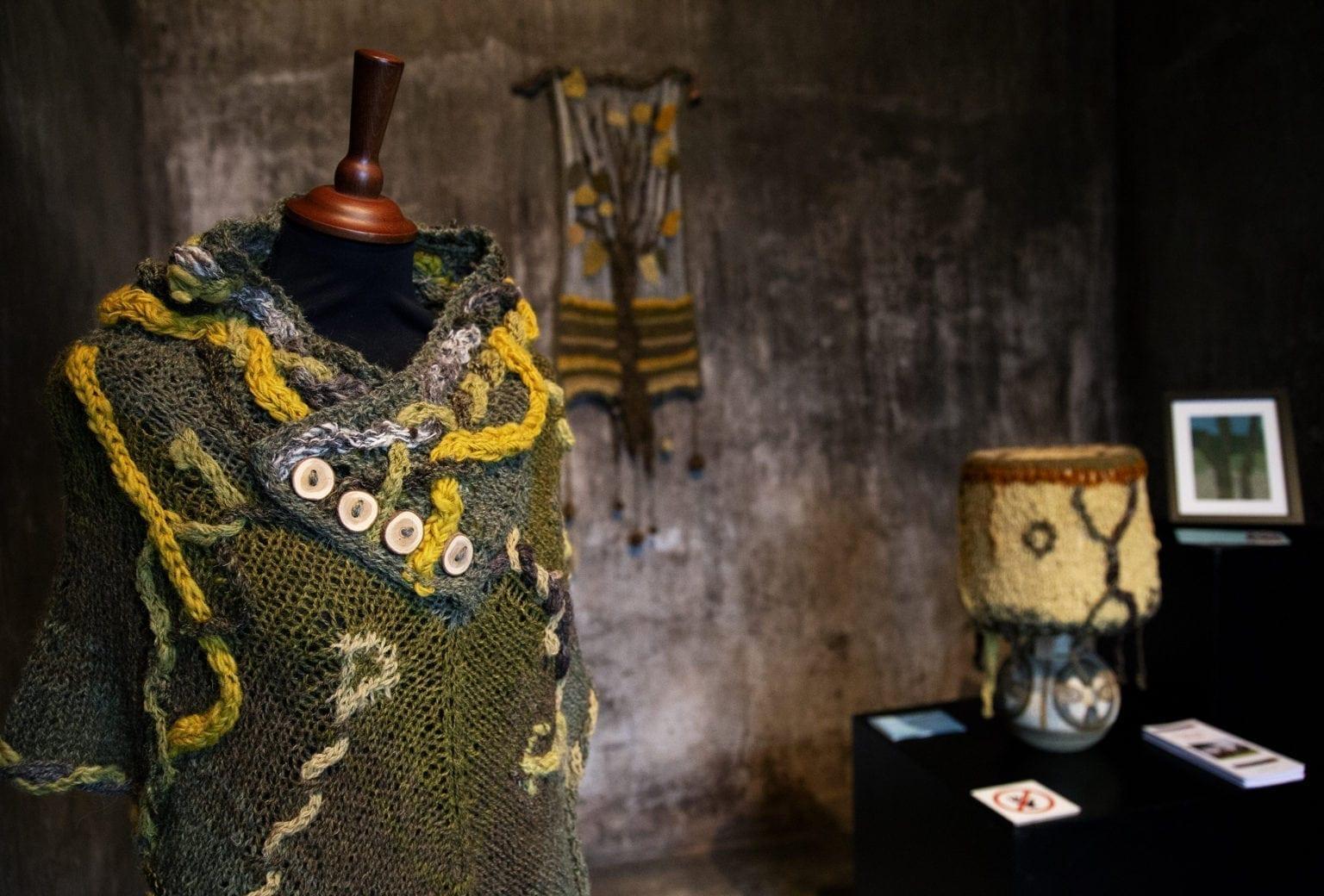 Særudstilling på Tekstilmuseet: Snørklede snoninger i grønt