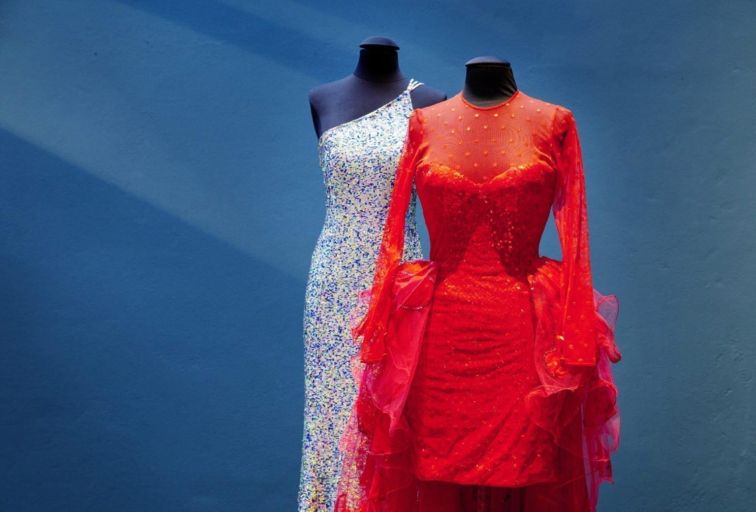 Glitter, glimmer og pailletter Særudstilling med Melodi Grand Prix kjoler på Tekstilmuseet