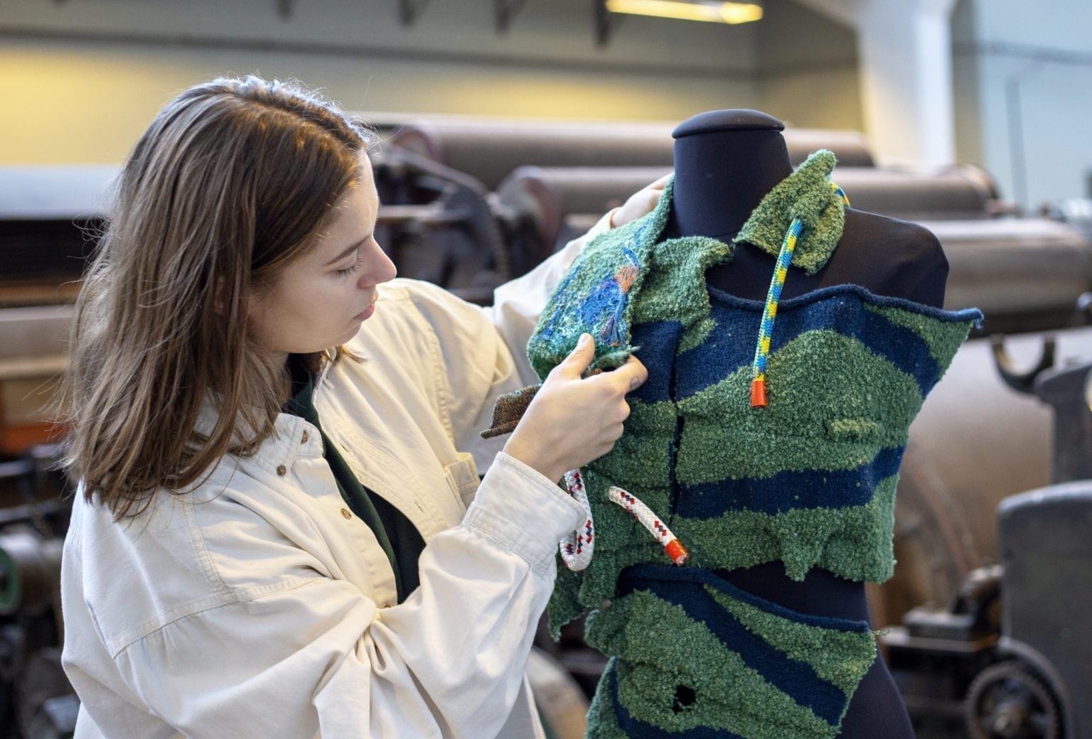 Særudstilling loops of identity på Tekstilmuseet