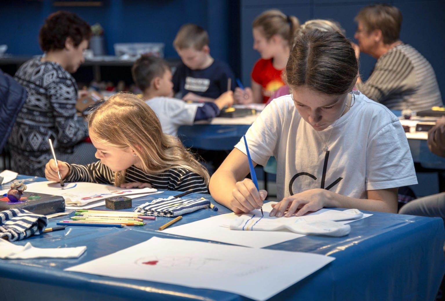 Strømpeworkshop for børn på Tekstilmuseet i Herning